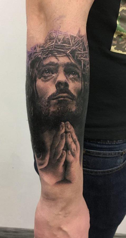 Iisus-black-grey-tatuaj