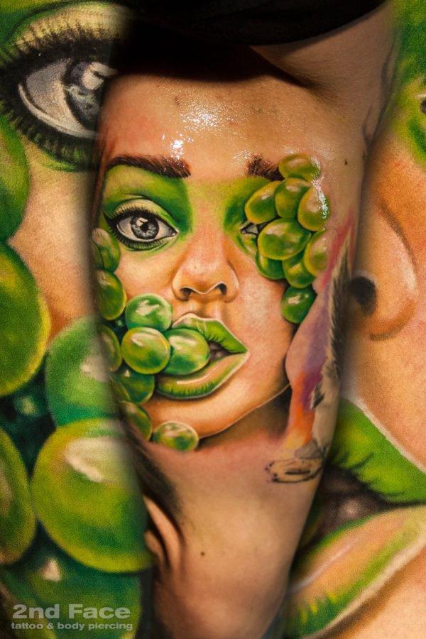 fata-femeie-struguri-tatuaj