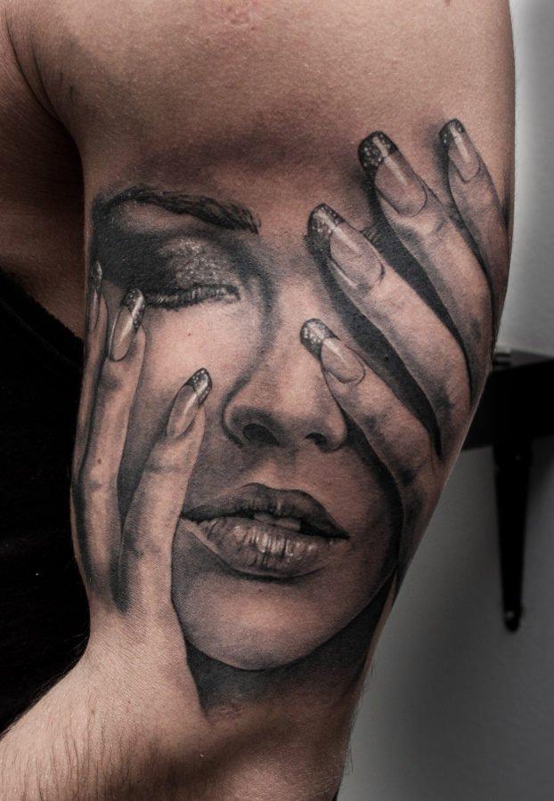 femeie-fata-tatuaj
