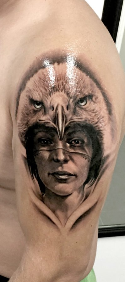 femeie-vultur-tatuaj