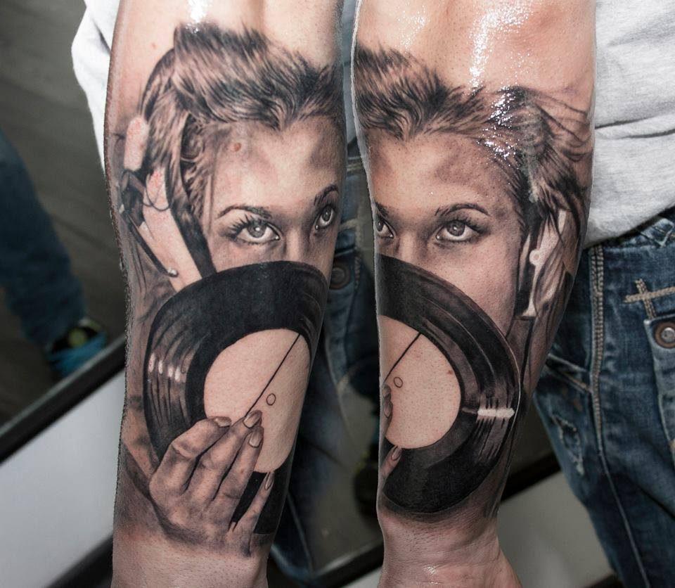 muzica-femeie-tatuaj
