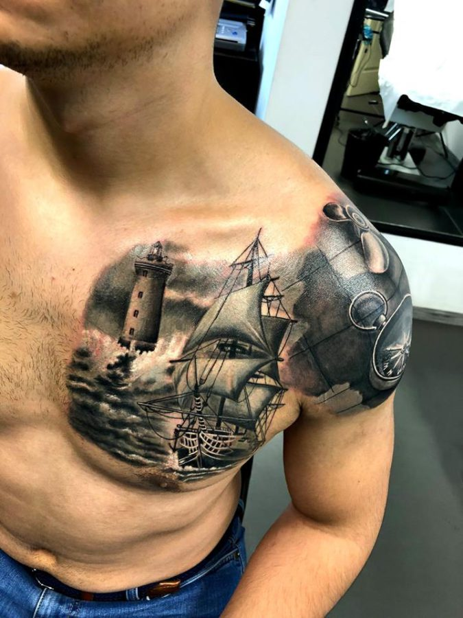 tatuaj-corabie-pe-piept-si-umar