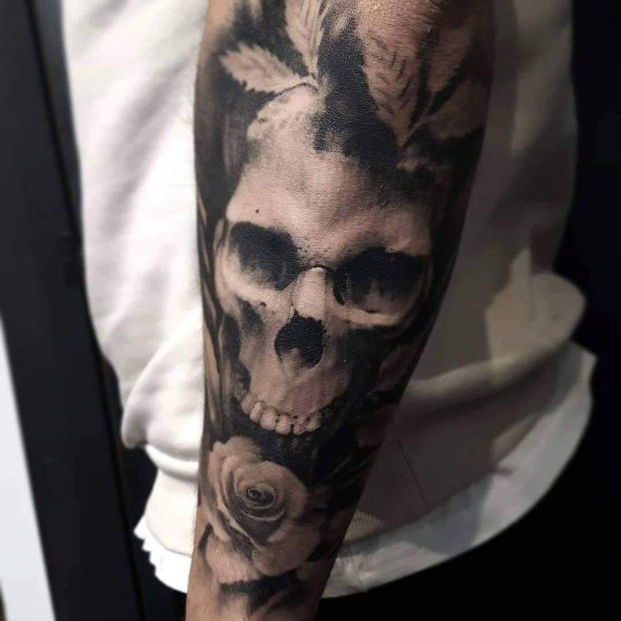 tatuaj-cu-craniu-si-trandafir